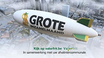 "Blimp with ""GROTE"" text displayed across it."